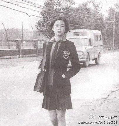 林青霞73年的旧照,39年前的校服让现代人情何以堪。