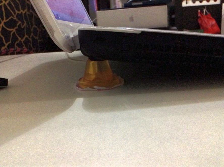 自制亲亲牌笔记本散热架。挺好使。