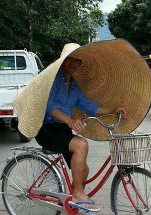 这帽子才是高大上啊!有了它,我再也不用怕太阳了!