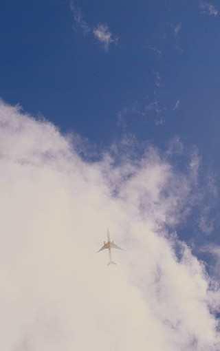 天上的飞机会不会掉下来?