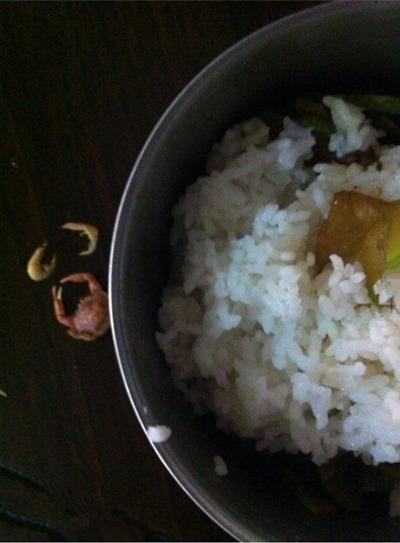 今天厂子改善伙食。大闸蟹、麻辣小龙虾。 你们吃过吗?