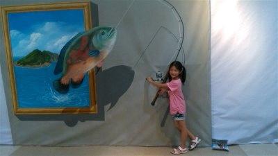 呵呵,从镜框里掉出了一条大鱼啦
