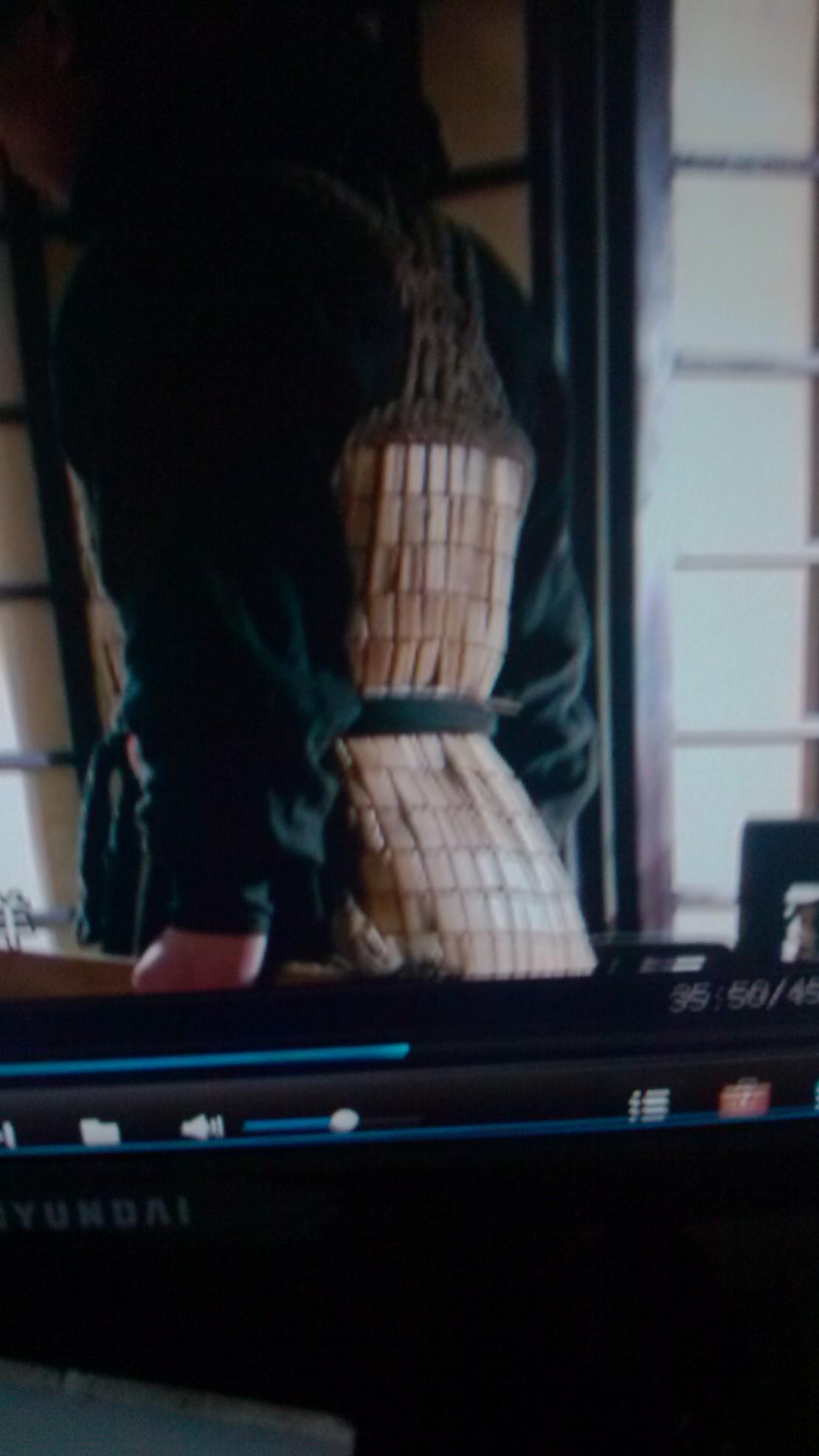 护卫哥哥你穿的是麻将牌凉席嘛?!