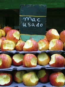 昨天买了三斤苹果,老板说包甜,不甜不要钱