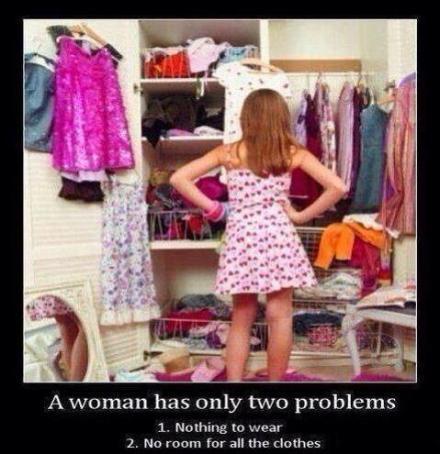 一个女人要同时面临的两个问题:1.没衣服穿了。2.衣服多得没地方放了。