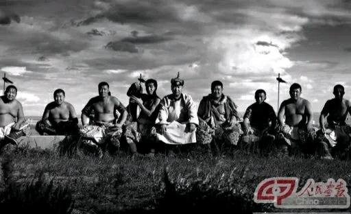 话说新疆的朋友,什么时候来我们内蒙古转转,成吉思汗的子孙会用弯刀与鲜血,致以最诚挚的欢迎!
