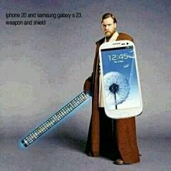 明年iPhone6再长一点,三星又要再大一圈。20年后,我们左手拿着剑一样的iPhone,右手拿着盾牌一般的三星,走在街上天下无敌。