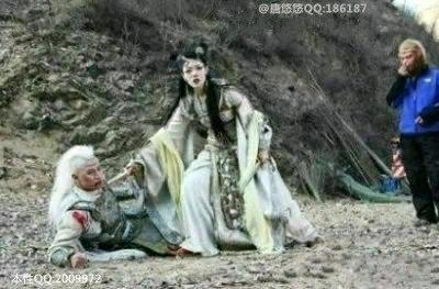 导演:先停一下。悟空,麻烦你嗑瓜子站远点行不?!!!!