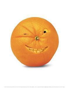 """今天和老师一起吃了一个带有伤疤的橙子,很甜。我问老师:""""怎么越丑的橙子越好吃啊?"""" 老师一本正经地回答说:""""它知道自己难看,所以长的时候就很认真,不然就会被其他橙子瞧不起!"""" 我:""""……………""""突然就想到了""""人丑就该多读书""""。"""
