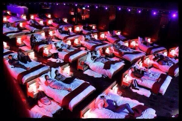 这样的电影院设计,简直太人性化了。。。