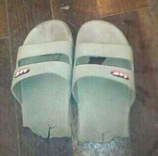 这鞋子得存起来明年在穿了。