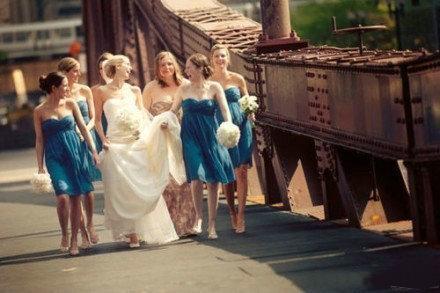 待你婚纱落地,我必短裙相配。 —— 致闺蜜