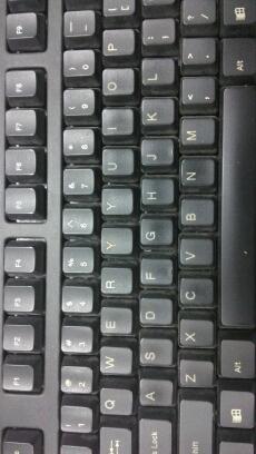 在学校机房练会电,打字的时候瞬间凌乱了,键盘君你能别调皮了么……-.-【亮点自寻】
