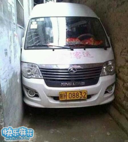 谁能告诉我这辆车怎么开进去的