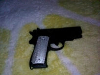 怎么收支手枪?是麻醉枪。用来干嘛的?来搞美女的。靠。