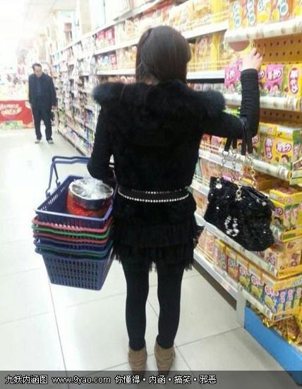 妹子。你拿这么多篮子做什么???