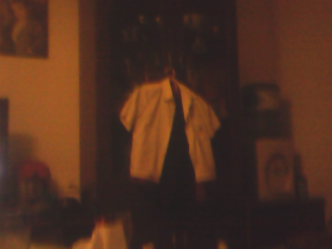 谁讨厌校服,赞一个,学校搞绅士化,领带,长裤,短袖,红色短袖。学校要逆天,没被老师打的赞一个