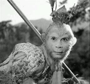 东胜神洲傲来小国之界,有一座山,山上有一仙石,石产一卵,见风化一石猴。那猴在山中,却会行走跳跃,见有一山,名唤艹曰山。后一打听,唤为花果山。因年久失修,导致下半部分掉落。