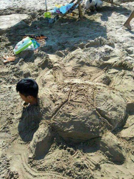 在沙滩睡醒时,发现自己变龟头了