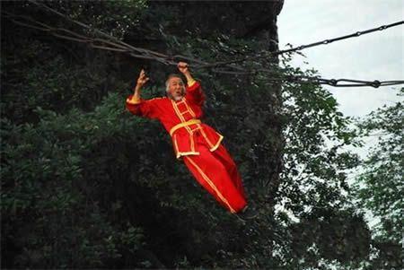 中华有神人,大爷的臂力真是强啊