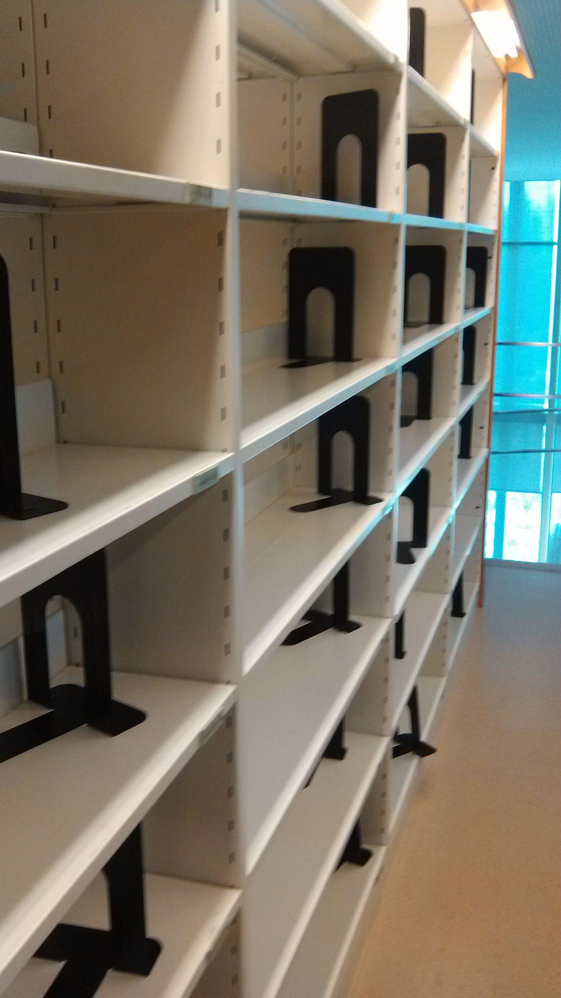 我勒个去啊现在去图书馆除了抢座位还要带抢书的……