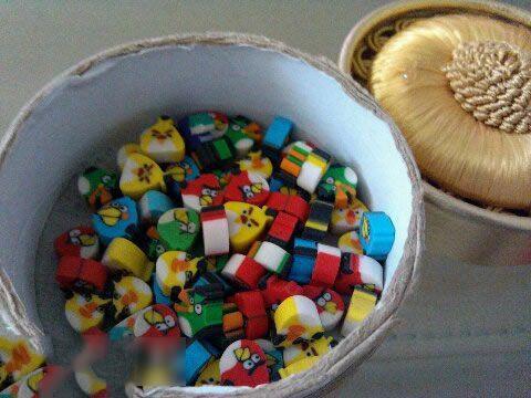 我问6岁的侄女这是什么?她说;橡皮擦啊 这些都是我石头剪刀布赢的。赢……的……