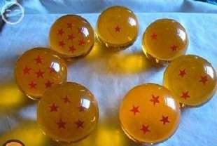 """有一天,一个年轻人去到一个大师家,他问大师:""""大师,我想发财,我该做些什么呢?""""大师听后想了一下说:""""你要去寻找你生命中的七颗球。""""年轻人听后兴奋的说:""""是七龙珠吗??""""大师听到后头侧过去说:""""双色球!!"""""""
