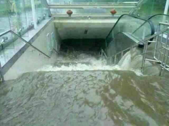 地铁,你肿啦,地铁!