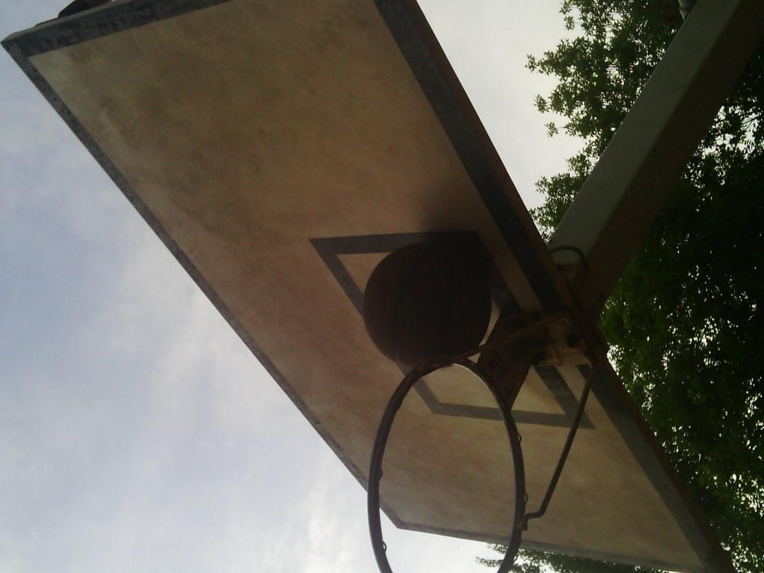 这个篮球,有点胖。。
