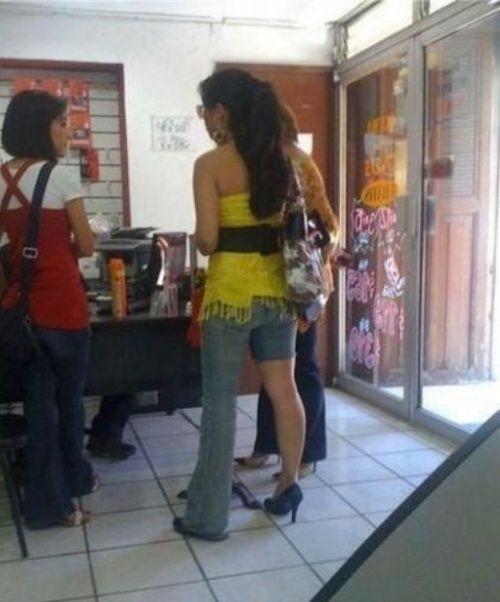 姐!你穿这样的裤子让我情何以堪