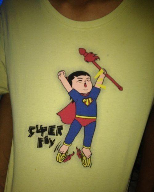 同学买的短袖,亮瞎双眼啊!葫芦娃、哪吒、超人合体了!