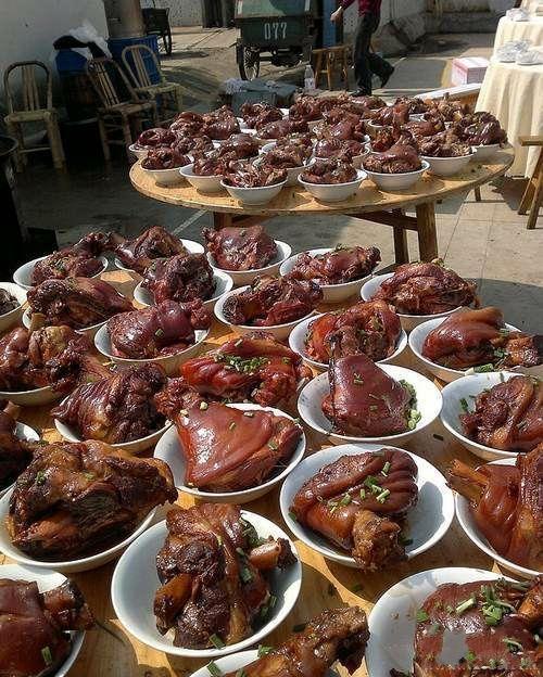 农村结婚就是实惠,请客吃饭全是大肉菜