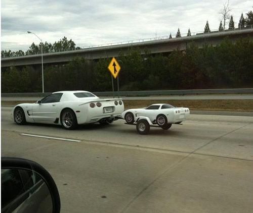 买一赠一,好大的车模啊,给儿子开吗?