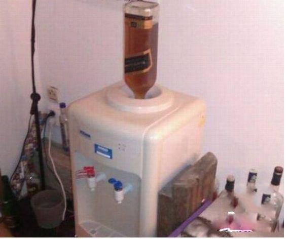 酒鬼的饮水机,你无法直视
