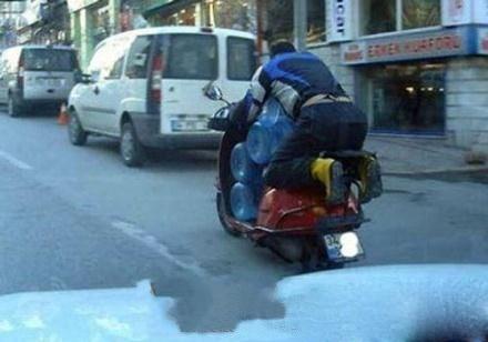 老兄,学习下中国兄弟换个三轮车吧