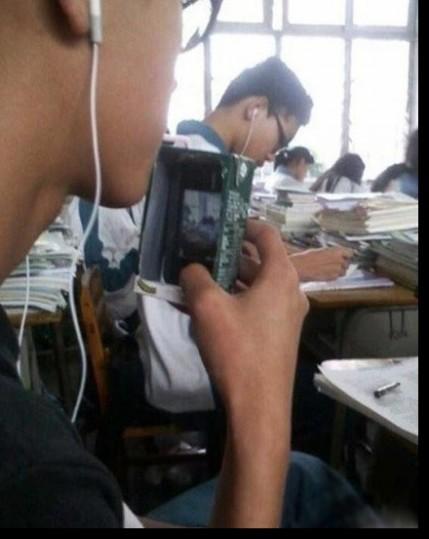 论手机在课堂的伪装