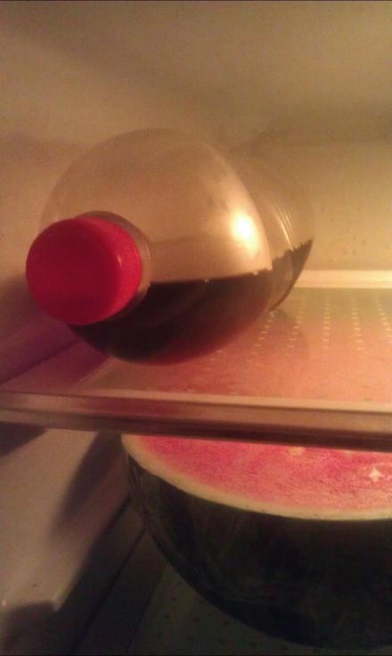 @大蕉水夹心废:…打开冰箱看到这个,很高兴地喝了一大口。是酱油。