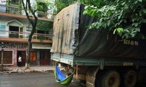 大货车司机是这样休息的?