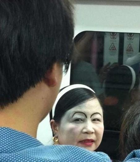中国的地铁里什么生物都有