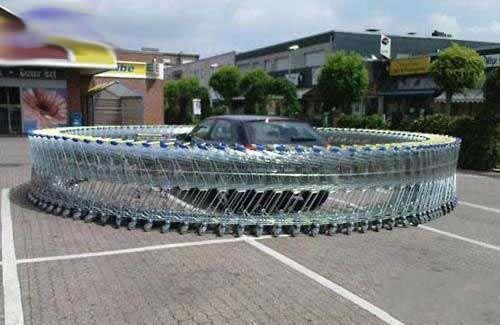 超市乱停车的后果。。。