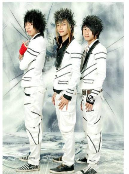高贵冷艳,邪魅狂狷 据说是越南第一偶像团体,简直无法直视。。。
