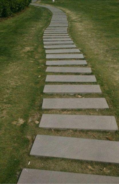 不知道设计这条路的人是怎么想的。。。每次一步一格又太小一步两格又太大!这就是传说中的一步娘炮,两步扯蛋。
