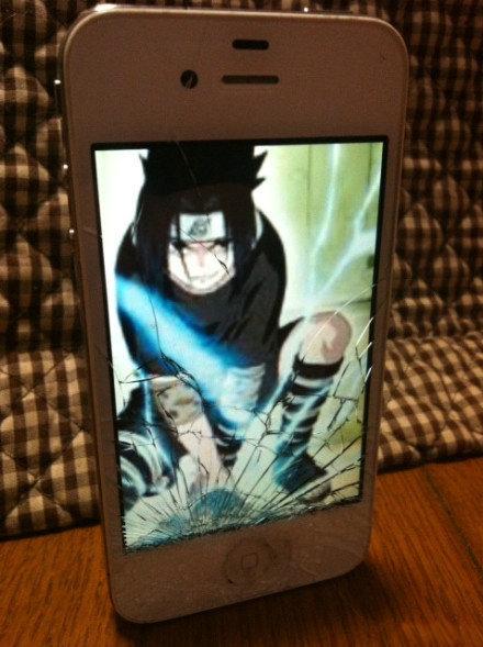 手机屏幕摔裂了,用这个壁纸就看不出来了。。(via:Arioseins )