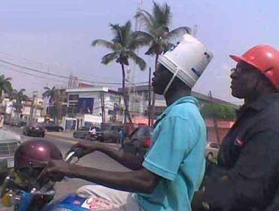 非洲哥的霸气头盔。。。