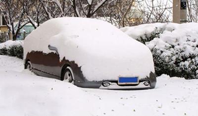 早上听电台,一哥们儿早上起来花20分钟把车身的雪打扫干净了,一摁钥匙,旁边车亮了。
