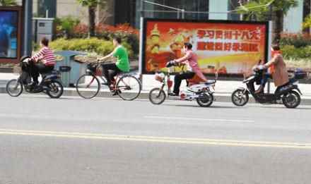 神图!4位骑车人告诉你 一天有四季。。