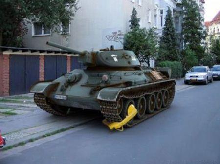 小偷真厉害,连坦克都要装锁了