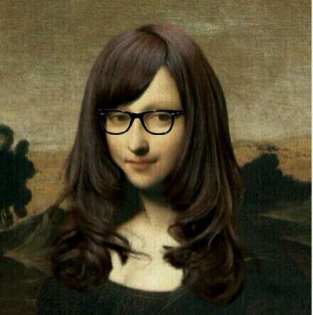 以前我一直觉得蒙娜丽莎不漂亮,直到换了个刘海,戴上了黑框眼镜……~
