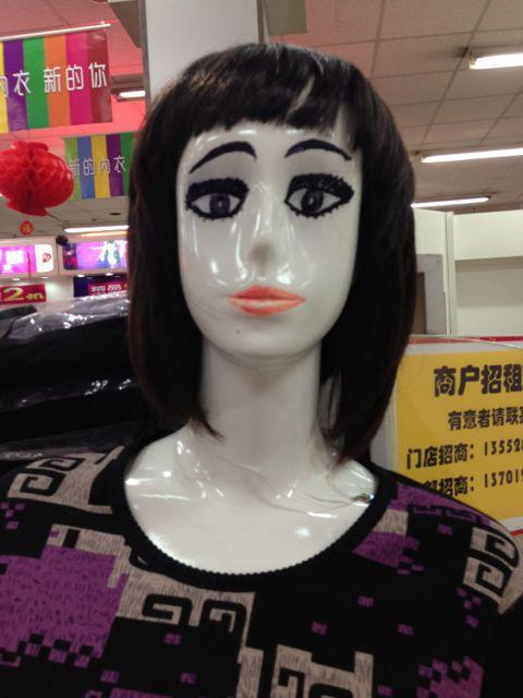 超市里的模特 自己化的装
