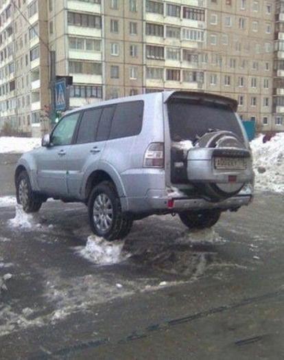 这扫雪的环卫工人是个人才啊~